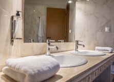 Agios-Ioannis-Villas-Interior-Lefkada-Twin-Bedroom-15